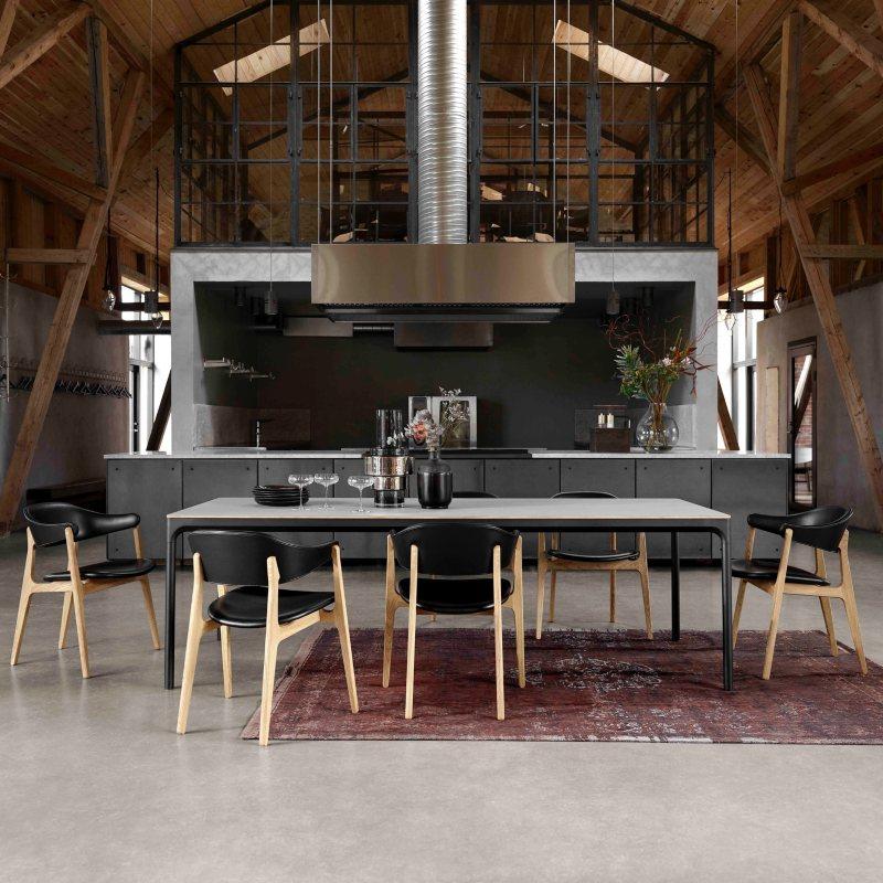 Blagovaonski stol Four
