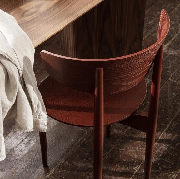 Blagavaonski stolac Herman s drvenim nogama